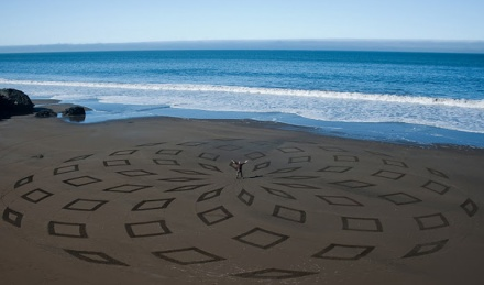 incredible sand drawings by Andres Amador 18