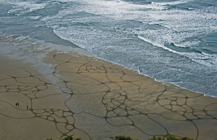 incredible sand drawings by Andres Amador 20
