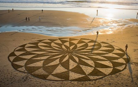 incredible sand drawings by Andres Amador 22
