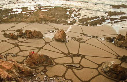incredible sand drawings by Andres Amador 23