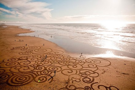 incredible sand drawings by Andres Amador 27
