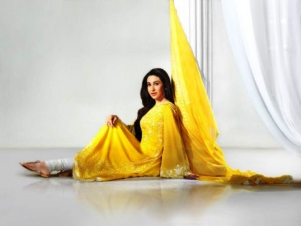 Karishma Kapoor Pics (2)