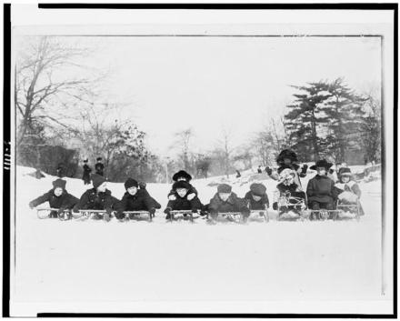 Vintage Photos of People Having Fun in the Snow 7 Vintage Photos of People Having Fun in the Snow